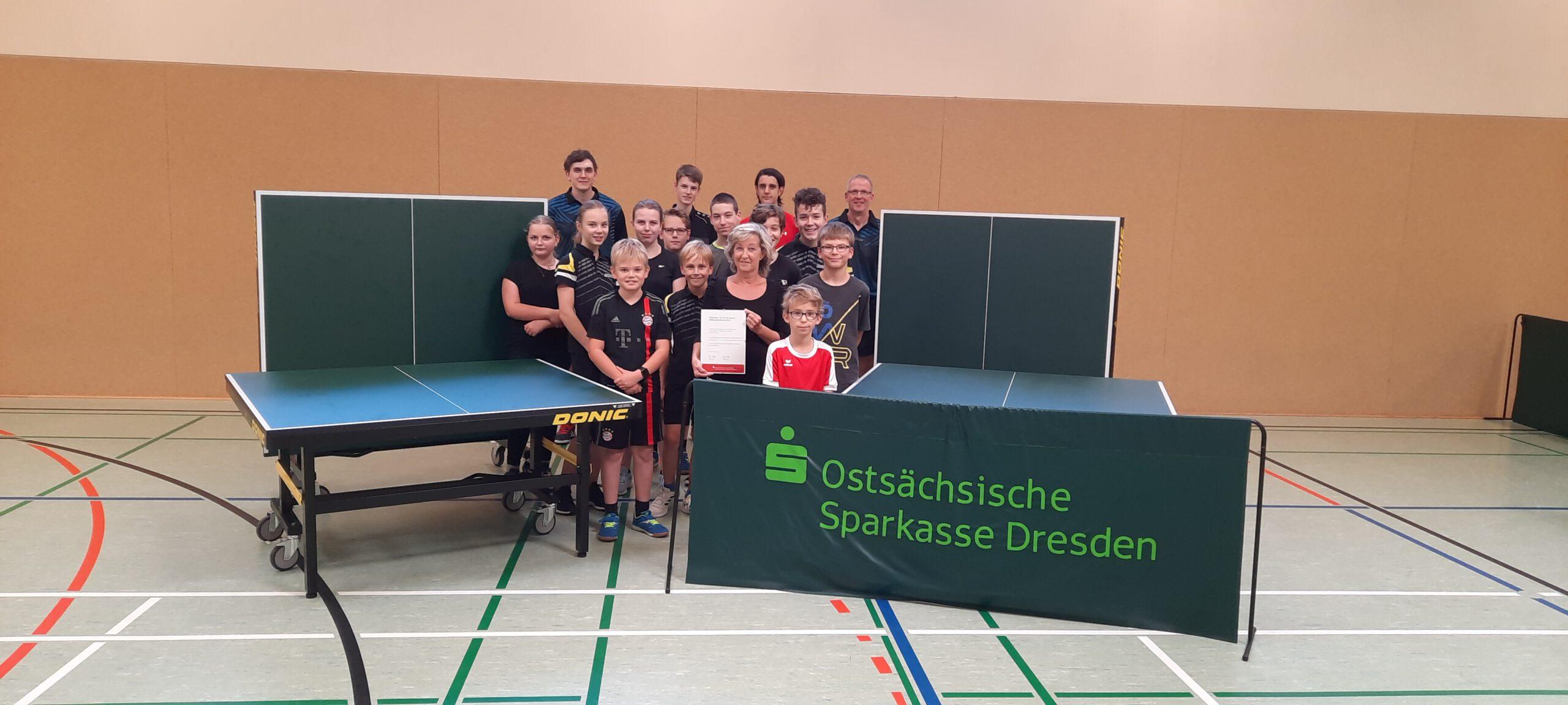 Sparkasse fördert zwei Tischtennistische für die Abteilung Tischtennis